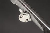Regenschirmhalter, stufenlos einstellbarer Neigungswinkel aus harteloxiertem Aluminium.